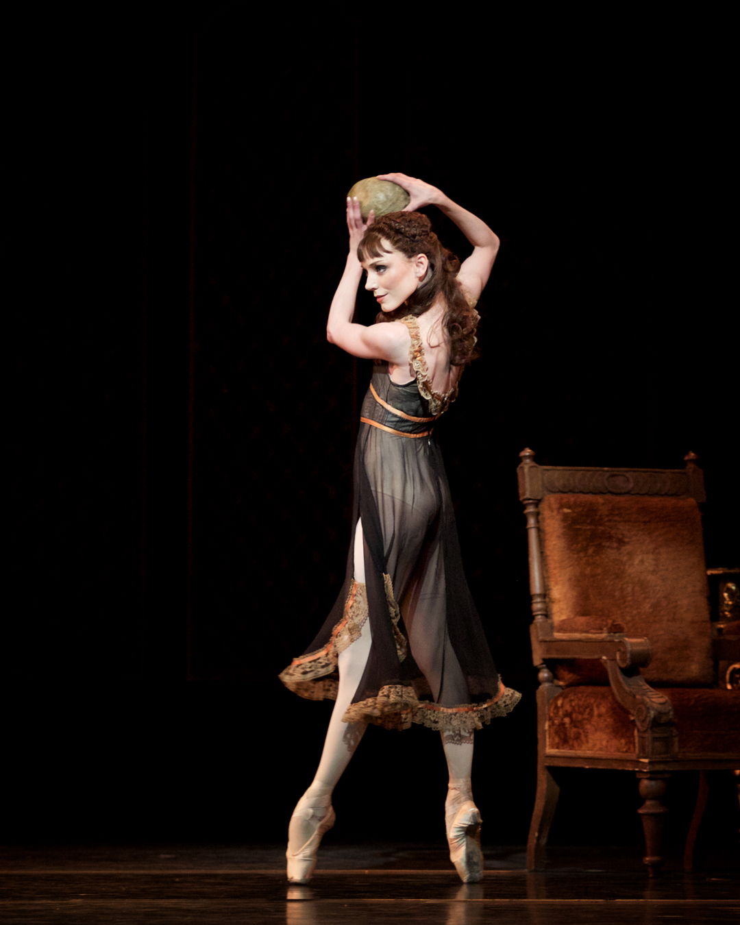 mayerling-sarah-lamb-as-mary-vetsera-c-roh-2017-photographed-by-alice-pennefather